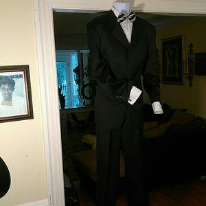Men's black veneti suit with four buttons.